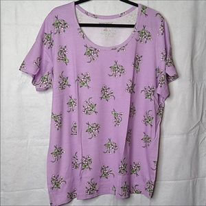 Beautiful lavender floral tee, 24w